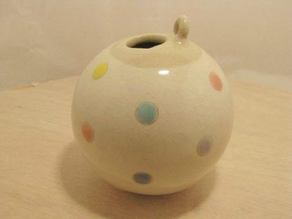 Vase weiss mit Pastellfarbenen Punkten